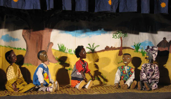 Imagen de archivo del XI FESTIVAL INTERNATIONAL DE THÉÂTRE ET DE MARIONNETTES DE OUAGADOUGOU (2008). Fuente: Africultures