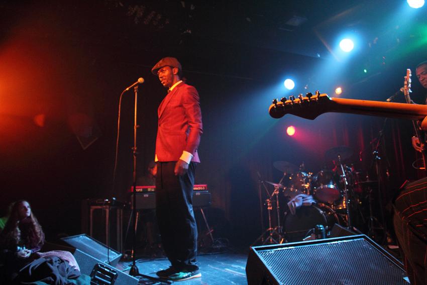 Un momento del concierto de Baloji en la Sala Apolo. Foto: Carlos Bajo/Wiriko.
