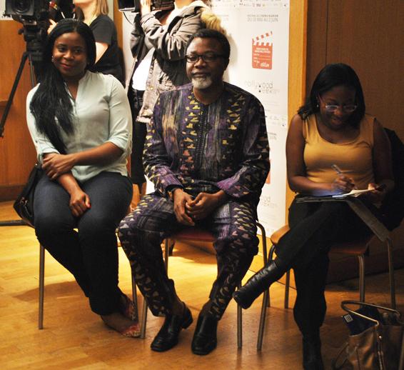 De izquierda a derecha: los directores Keke Bongos y Mahmood Ali-Balongun y la profesora Moradewun Adejnmobi. Foto: Sebastián Ruiz.