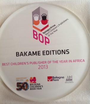 El trofeo entregado en Bolonia que acredita a Bakame como la mejor editorial infantil de África. Imagen cedida por la editorial.