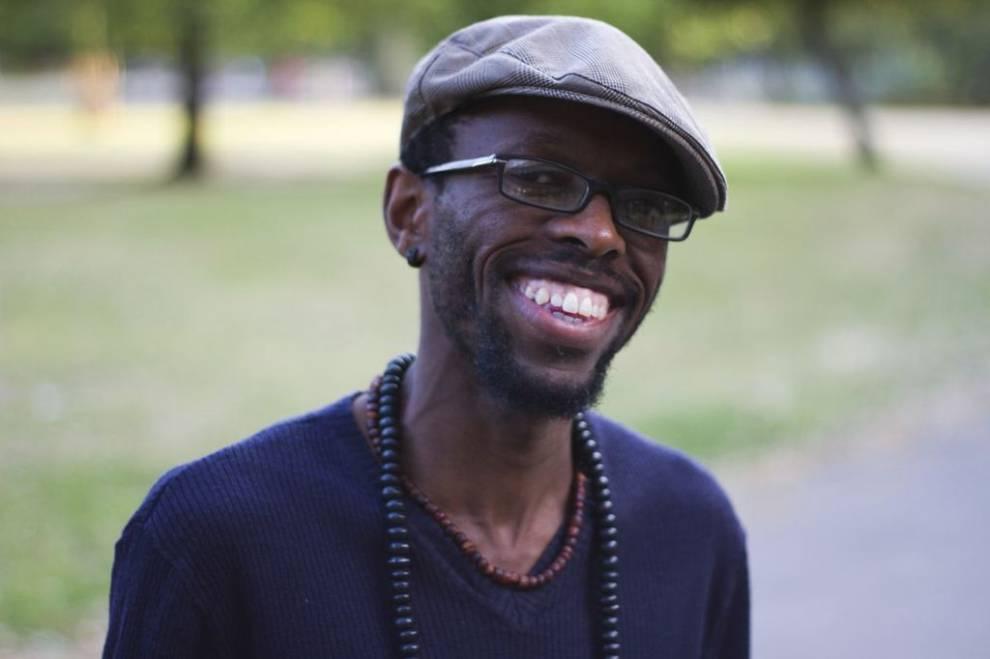 Entrevista con Leeto Thale, poeta y artista de la palabra hablada