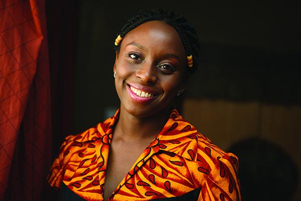 """""""Algo alrededor de tu cuello"""", de Chimamanda Adichie, o los relatos universales"""