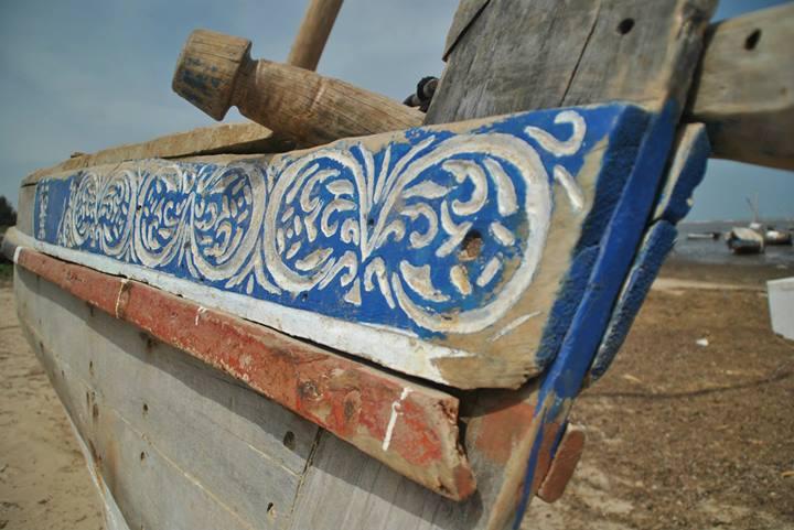 Detalle de estilo swahili del trabajo de la madera en un Dhow o embarcación de la isla de Lamu, Kenia. Foto: Sebastián Ruiz/Wiriko.