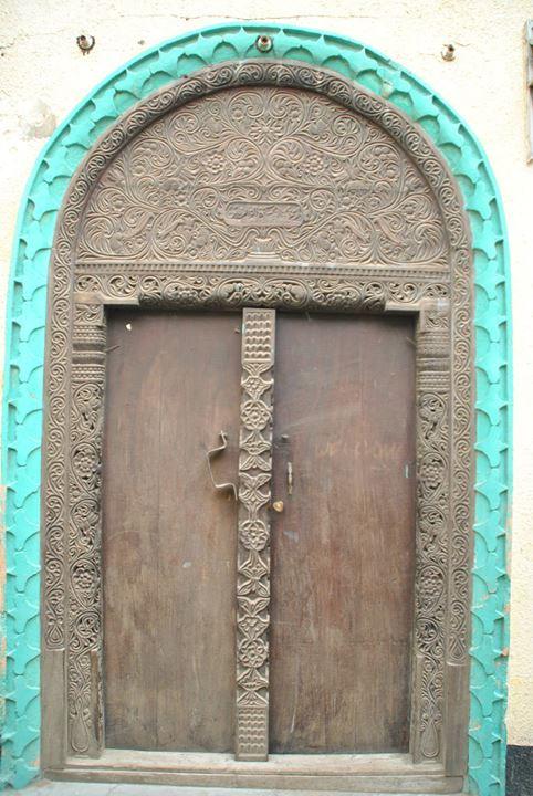 Una de las puerta suajilis de la isla de Lamu. Foto: Sebastián Ruiz/Wiriko.