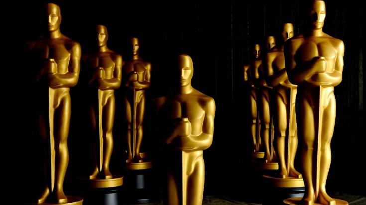 El premio Óscar –también llamado «premio de la Academia» o en inglés: Academy Award– es un premio concedido por la Academia de las Artes y las Ciencias Cinematográficas en reconocimiento a la excelencia de los profesionales en la industria cinematográfica, incluyendo directores, actores y escritores, y es ampliamente considerado el máximo honor en el cine.