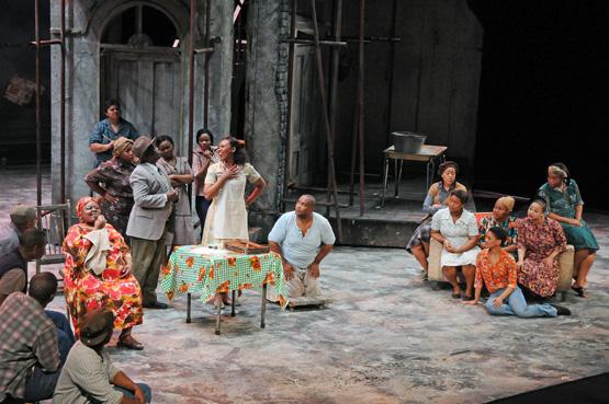En el centro los protagonistas de la pieza, Bess y Porgy. Fotos: Cedidas por el Gran Teatre del Liceu. Autor: A. Bofill