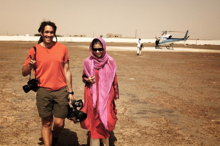 La directora del documental, Elizabeth Chai Vasarhelyi, junto al diretor de fotografía Scott
