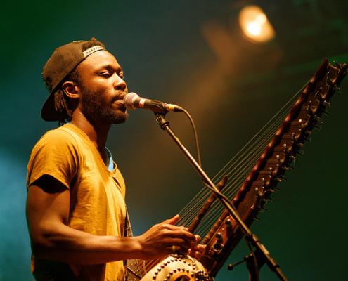 Sekou Kouyaté durante un concierto. Fuente: Carolina Vallejo