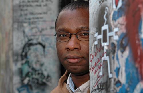El escritor togolés Théo Ananissoh. Fuente: Africultures