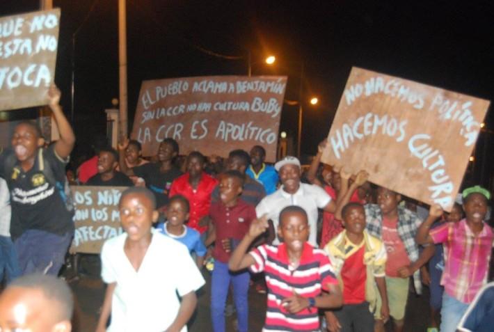 Juventud de Rebola protestando el pasado mes de agosto tras el cierre de