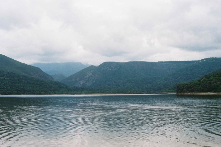 Fotograma de The endless river, dirigida por Oliver Hermanus.