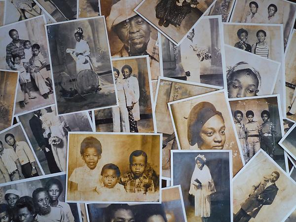 Trabajando en Photo Studio Georges, 2015, Douala, Camerún © R. Mazuela