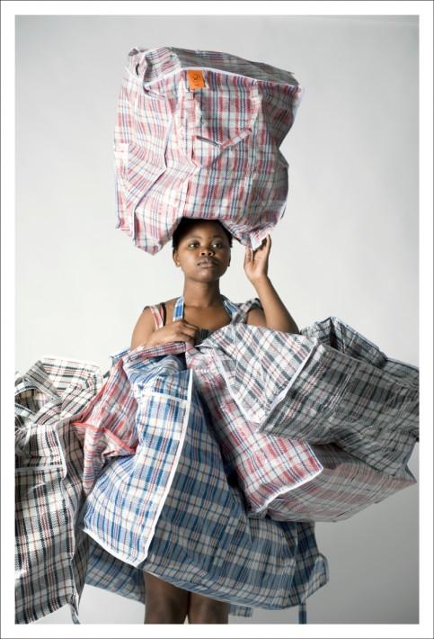 Fotografía perteneciente a la serie 'Unomgcana', de N.Nqaba / LagosPhoto Festival 2015.-
