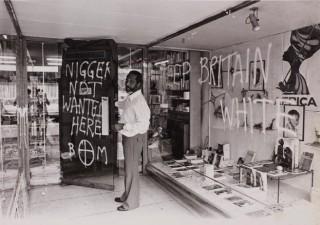 Ataque racista a la libreria de los Huntley en West Ealing, Londres