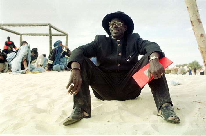 Festival Au Desert in Essakane, near Timbuktu, Mali January 9 - 11 2004. Ali Farka Toure at Festival Au Desert in Mali. (17/01/2004) Digital Image Copyright Matt Devine (+44 7968 869 662/+44 1622 678 896)