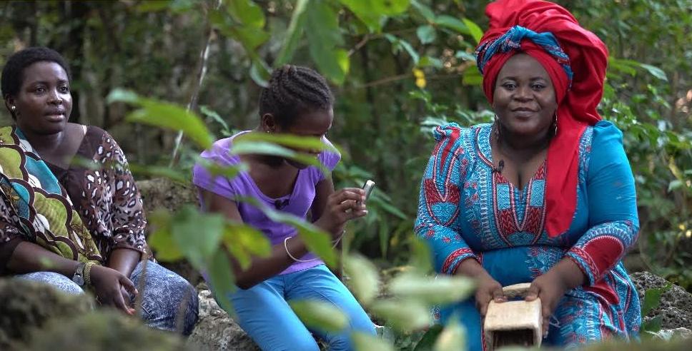 Artista bubi. Foto cortesía del equipo del documental Orígenes y descendientes dirigido por Pedro Mba Ndong