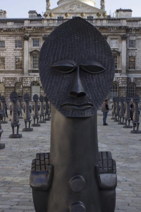 Detalle de la escultura de Zak Ové.