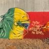La rabia senegalesa se plasma de colores en lienzos y murales